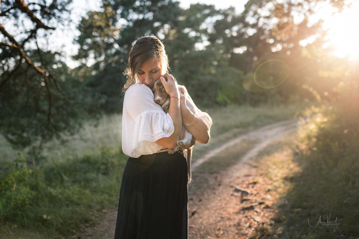 Sabine Schäfer vom Brautpassion mit Dackelwelpe Zaro
